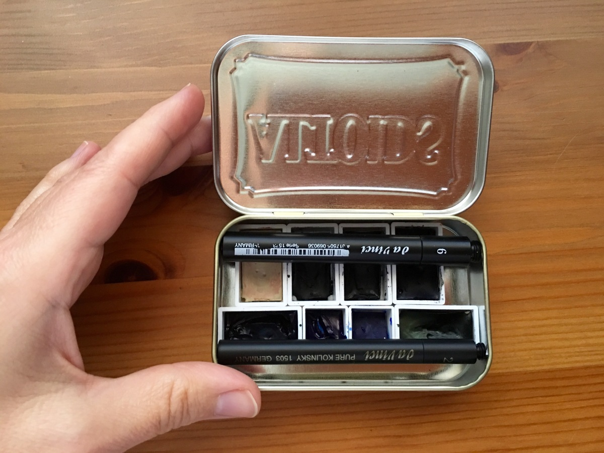 Altoids watercolor palette with filled watercolor pans and Da Vinci travel brushes