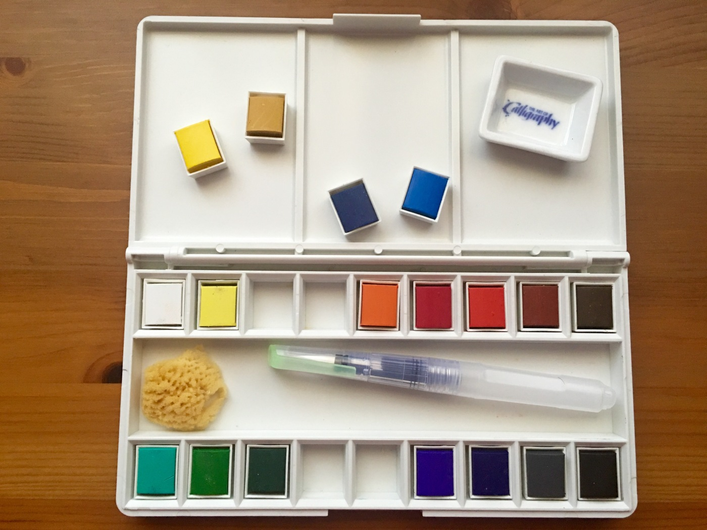 Grace Art Model 118 18-piece Water Colors Field Sketch Set with Brush with pans removed