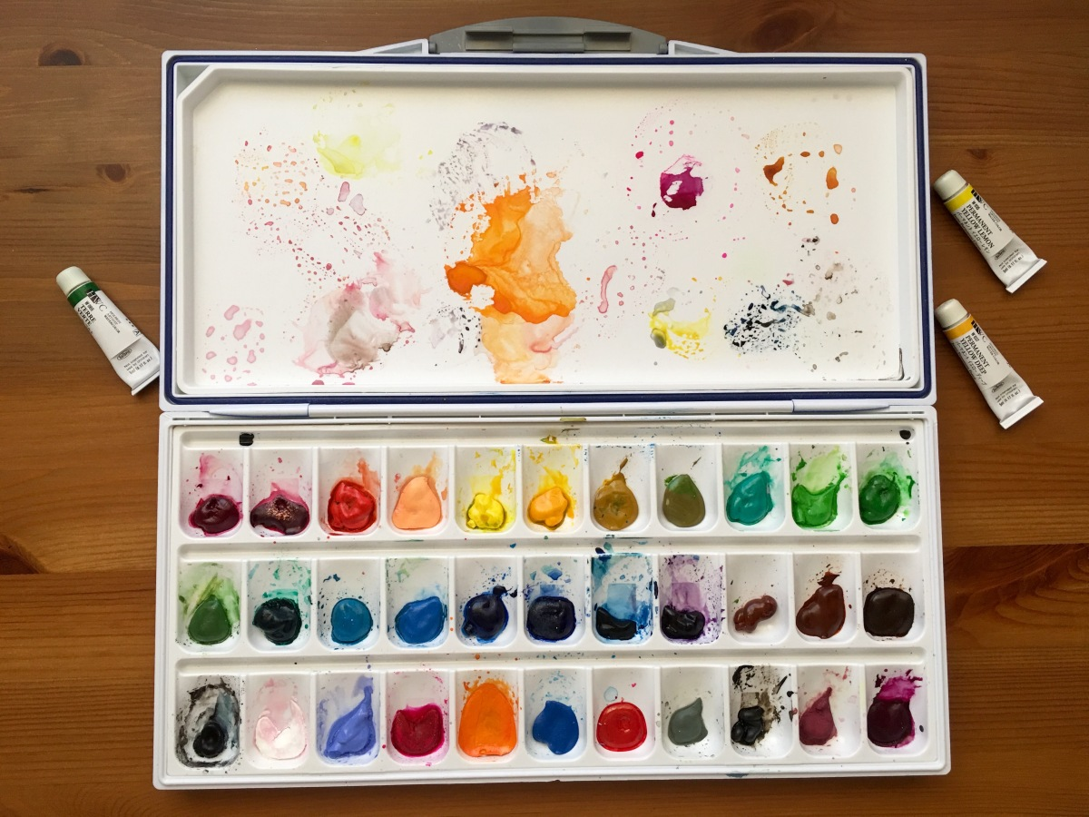 Holbein Watercolor 24 tube palette